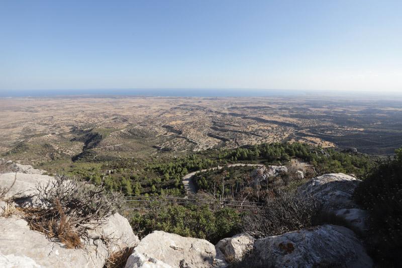 Krásný pohled z hradu Kantara do údolí