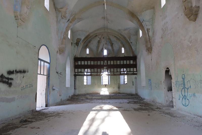 Při cestě zpět jsme zastavili u tohoto zničeného křesťanského kostela