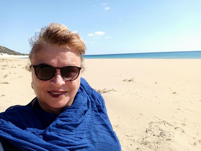 Jedno selfie s úžasnou pláží a mořem za zády