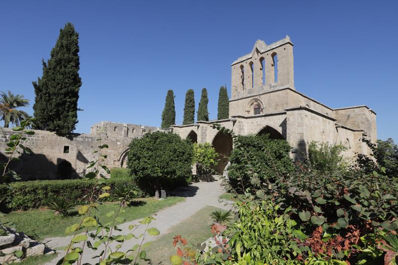 Areál hradu nad městem Kyrenia