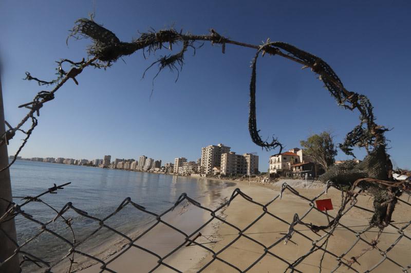 Zadrátovaná pláž...