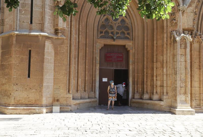 Vstup do katedrály sv. Mikuláše, z níž je dnes mešita