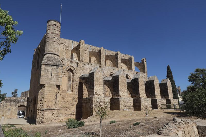 Kostel sv. Petra a Pavla, ze kterého je dnes mešita